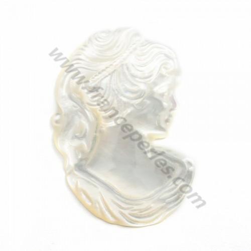 Nacre blanche en camée (profil de jeune femme) 23x34mm x 1pc